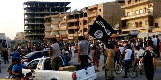 4472558_3_c785_les-djihadistes-de-l-etat-islamique-ici-dans_5a8e9d7d693f0b731b0ca78d74cf1ae6.jpg