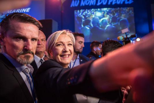 5116259_7_a8bb_la-candidate-du-front-national-avec-ses_c5ef56b5c8358afc7d46f3b6dce72259.jpg